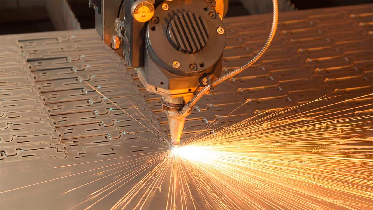 Лазерная резка на металле
